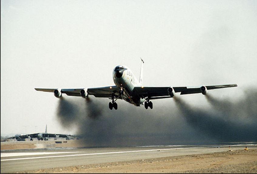 airplane takeoff pollution.-2