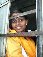 india-woman-bus