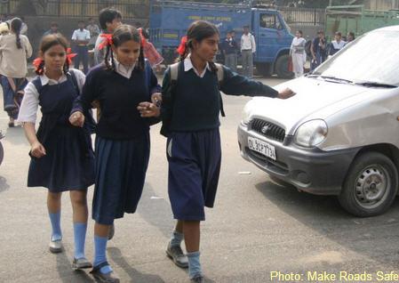 india- children in traffic