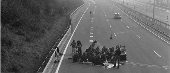 Dutch Car Free Sunday 1973 - Pictures. Netherlands National Archive, Getty - www.gizmodo - small