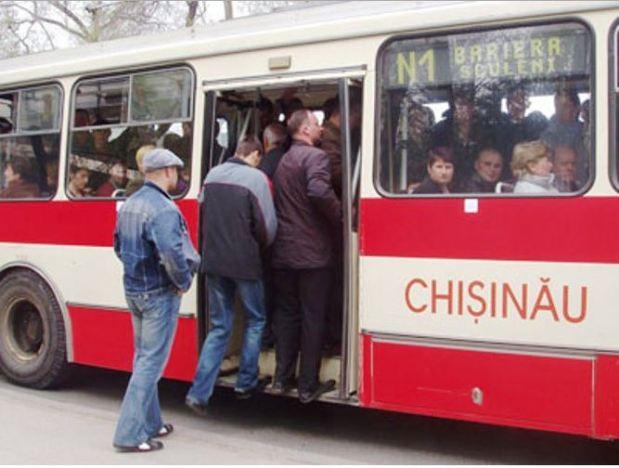 Moldova Chisinau trolleybus loading