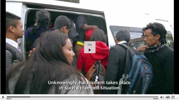 nepal-crowding-minibus-women-2