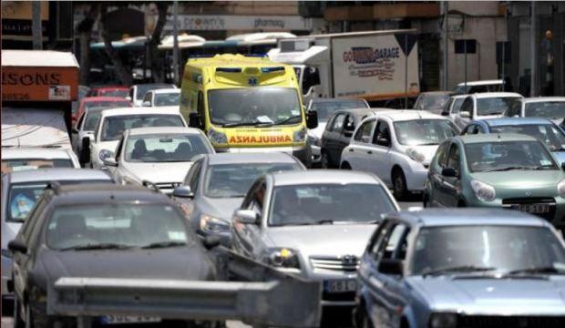 malta-ambulence-stuck-in-traffic-jam