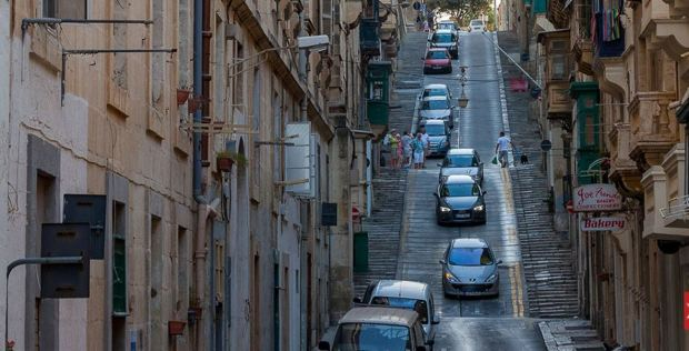 malta-tricky-drving-conditions-in-historic-center