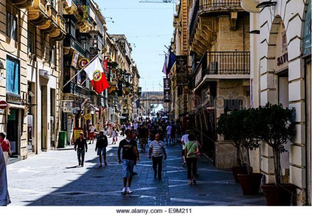 malta-valletta-pedestrian-zone