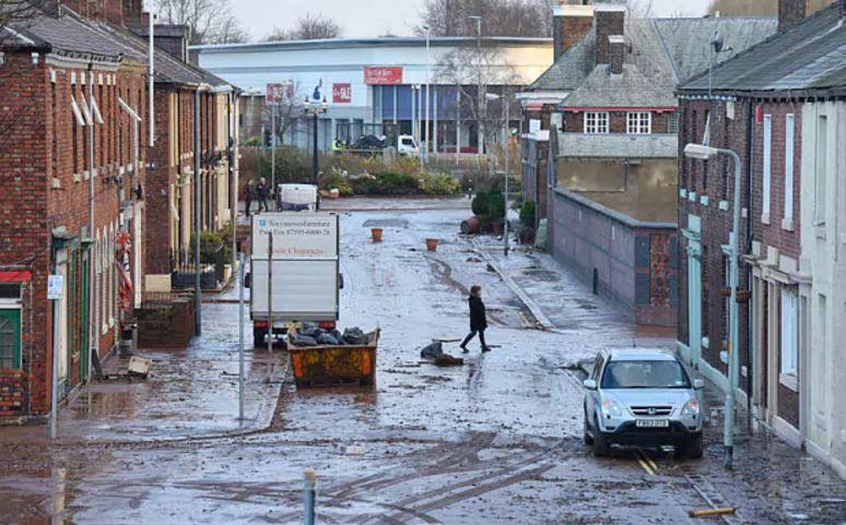 uk-empty-street-atfer-rain-carlise