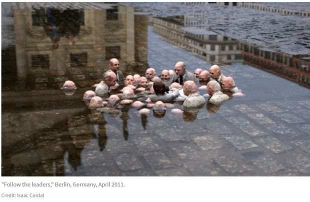 Politicians meeting and discussing global warming - spain isaac cordal