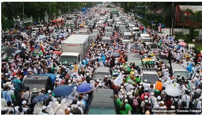 Jakarta car free day traffic - Copy