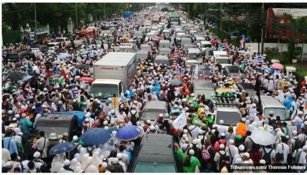 Jakarta car free day traffic - Copy